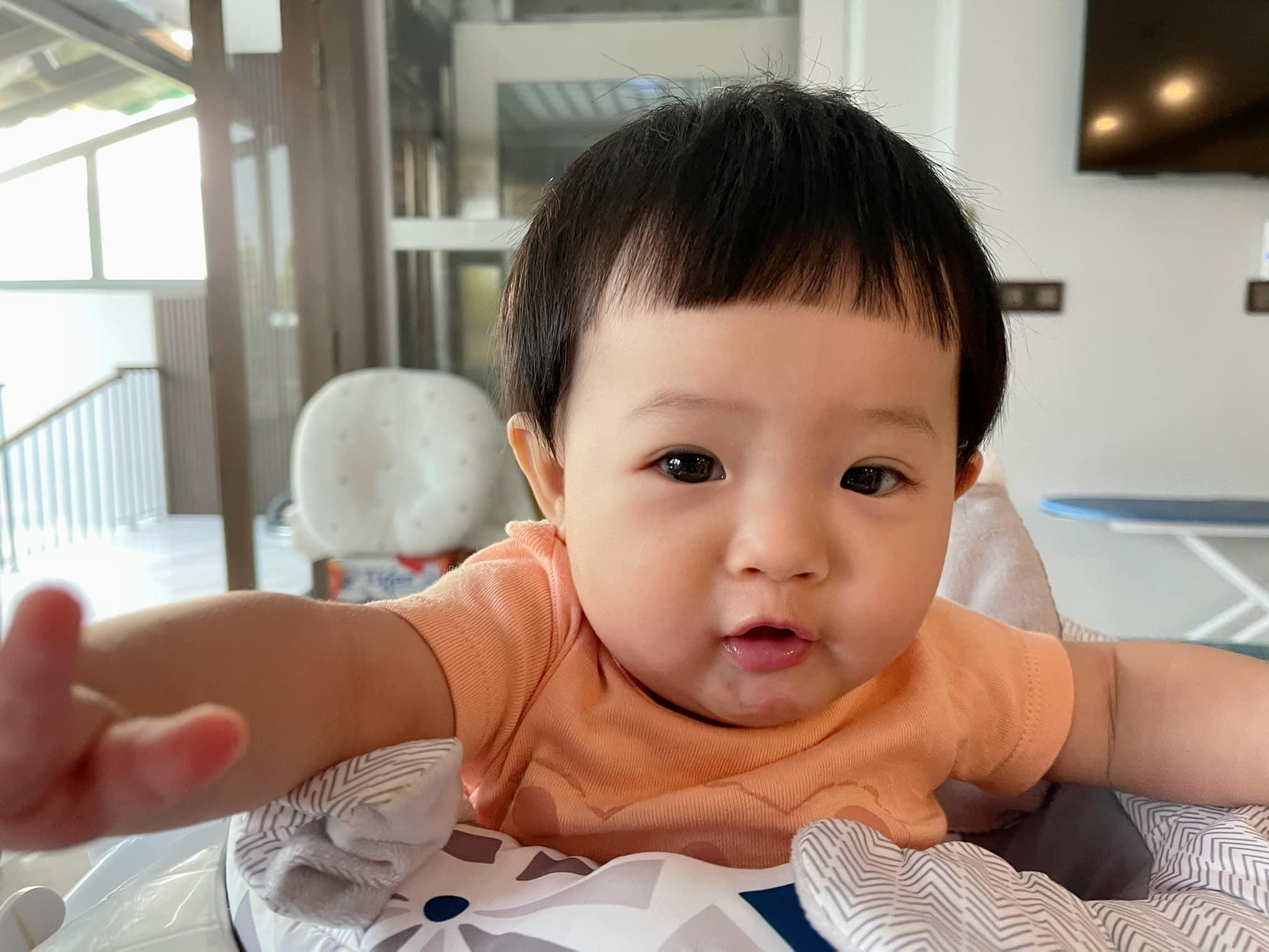Đàm Thu Trang khoe ảnh chính diện gương mặt xinh xắn của con gái Suchin