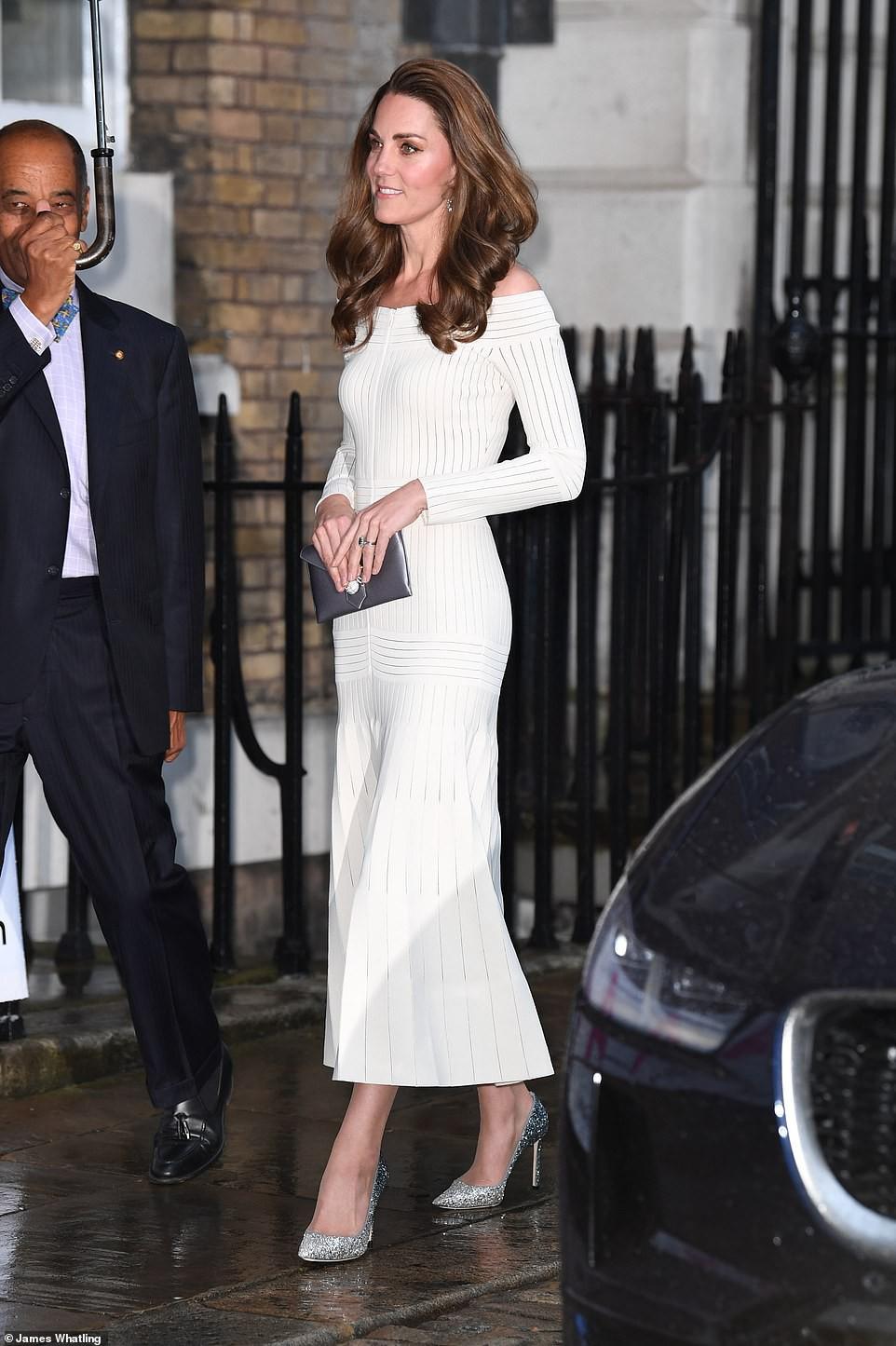 Kate Middleton vẫn thon thả dù đã xấp xỉ 40 và qua 3 lần sinh nở nhờ tuân theo 4 giai đoạn giảm cân: Vòng eo hiện tại còn thon hơn cả thời con gái - Ảnh 8.