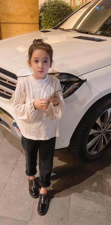 Sao nhí Hướng Dương Ngược Nắng đang gây bão vì quá xinh, netizen bỗng quay xe tranh cãi vì bé bị ekip make up quá đà - Ảnh 7.