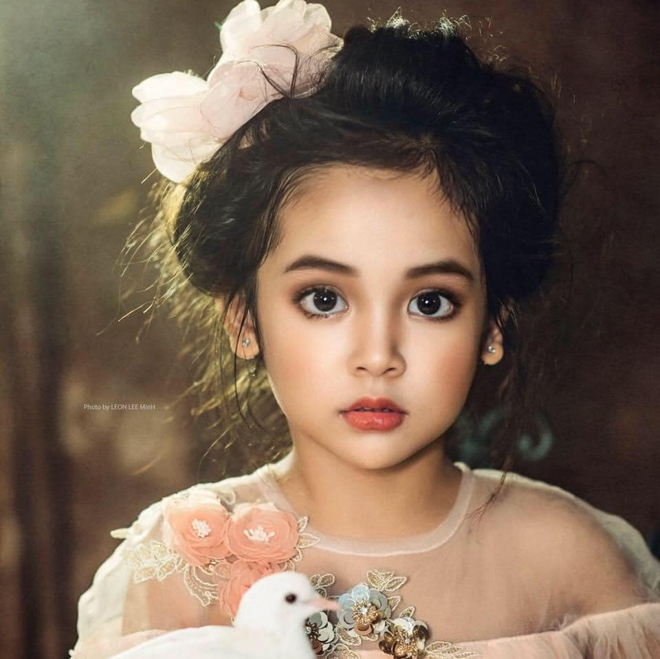 Netizen tranh cãi việc bé Cami (Hướng Dương Ngược Nắng) được bố mẹ và ekip cho trang điểm đậm: Nên hay không nên? - Ảnh 3.