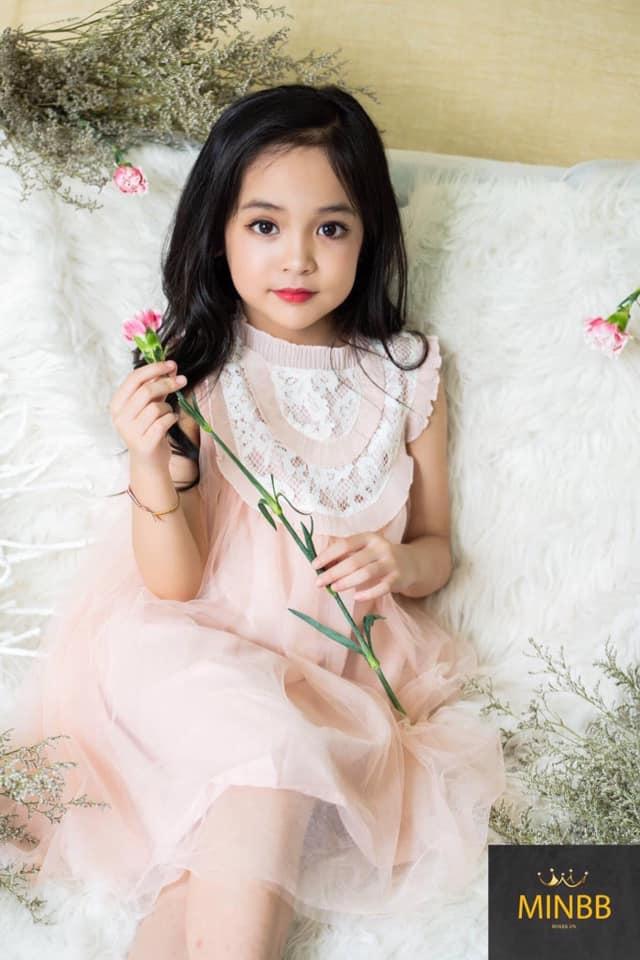Netizen tranh cãi việc bé Cami (Hướng Dương Ngược Nắng) được bố mẹ và ekip cho trang điểm đậm: Nên hay không nên? - Ảnh 5.