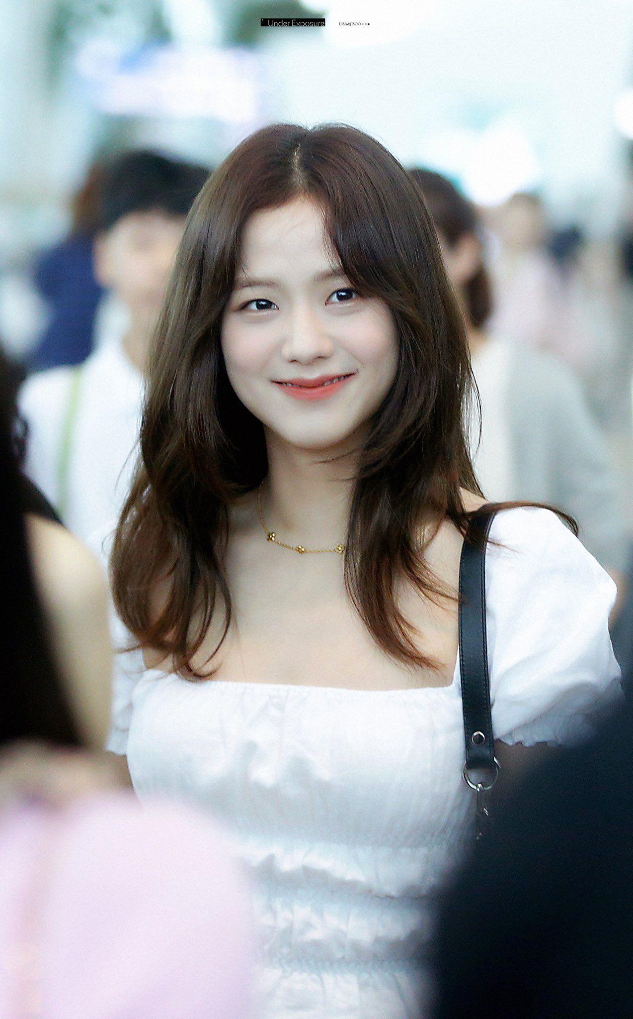 """Đẳng cấp của idol đẹp như Hoa hậu: Jisoo chứng minh khả năng """"cân"""" được mọi màu tóc, từ basic đến khó chiều - Ảnh 1."""
