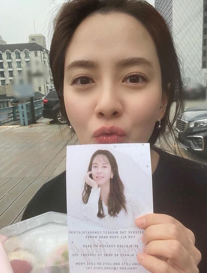 Đã 39 tuổi nhưng làn da của Song Ji Hyo vẫn láng mượt như thời 20 nhờ 5 bí kíp sau - Ảnh 9.
