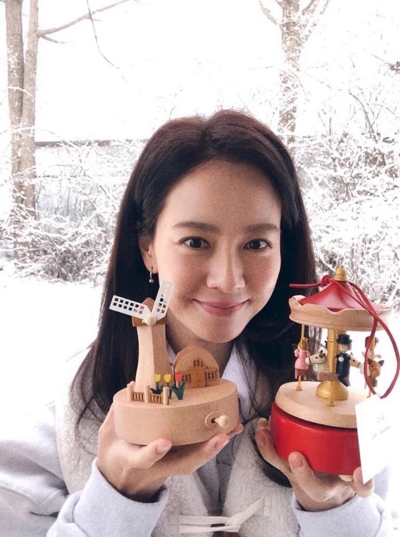 Đã 39 tuổi nhưng làn da của Song Ji Hyo vẫn láng mượt như thời 20 nhờ 5 bí kíp sau - Ảnh 8.
