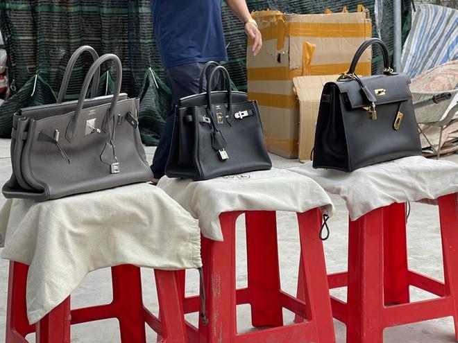 """Thủ đoạn buôn bán tinh vi của chủ kho hàng giả nhãn hiệu Hermès """"khủng"""" nhất miền Bắc: Dùng chiêu """"ve sầu thoát xác"""" để qua mắt lực lượng chức năng - Ảnh 2."""