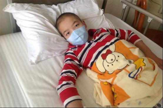 Bé trai 5 tuổi ho mãi không đỡ, đi khám khắp nơi cuối cùng bác sĩ cũng tìm ra lý do là bé bị ngộ độc thứ nhà nào cũng có - Ảnh 1.