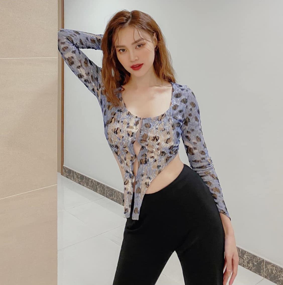 Ninh Dương Lan Ngọc có cả loạt váy áo hở bạo ít ai dám mặc, khoe body sexy bỏng mắt dân tình - Ảnh 6.