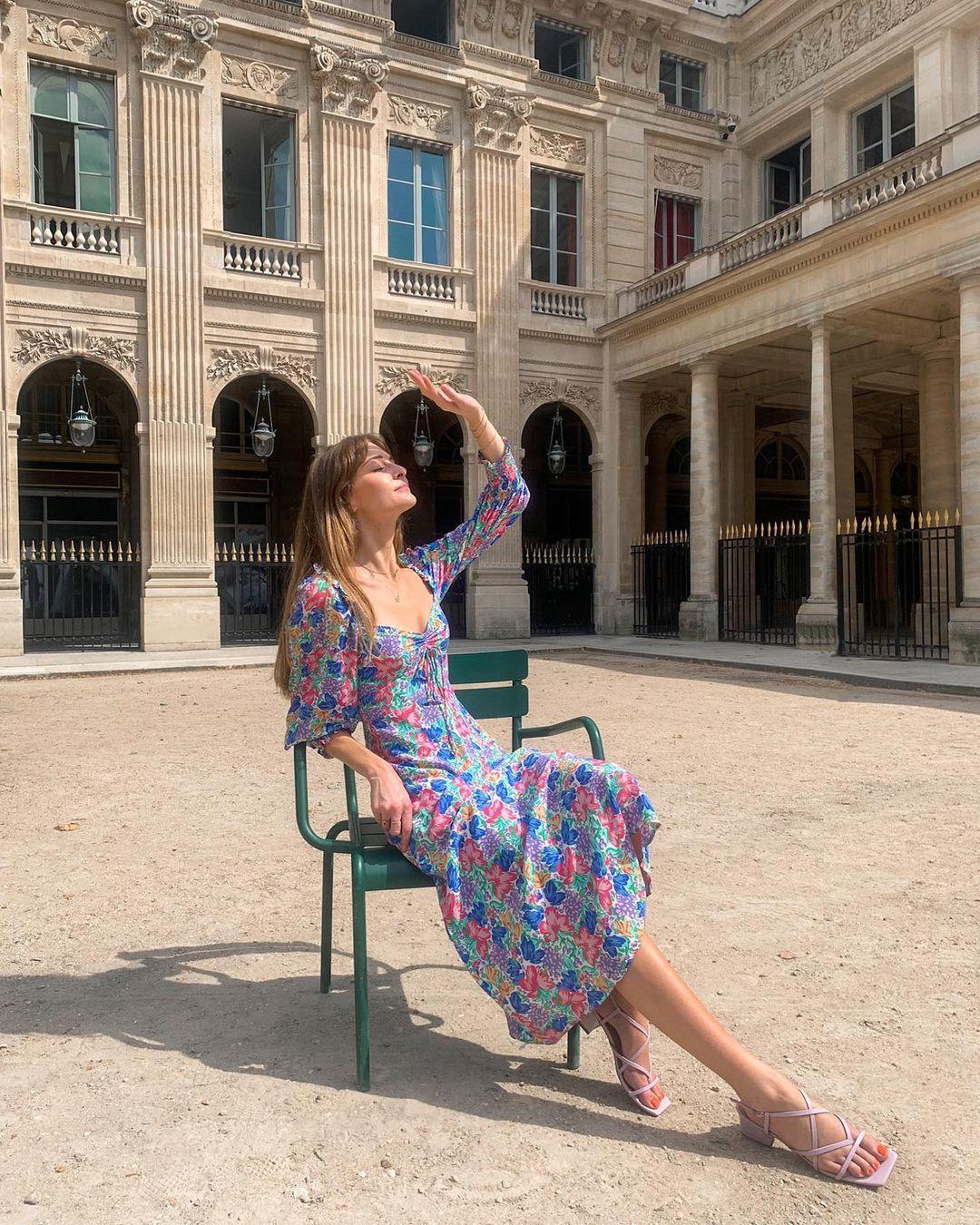 5 mẫu váy gái Pháp đang diện Xuân - Hè nhiều nhất: Kiểu nào mặc lên cũng 'auto' trẻ, xinh 0012