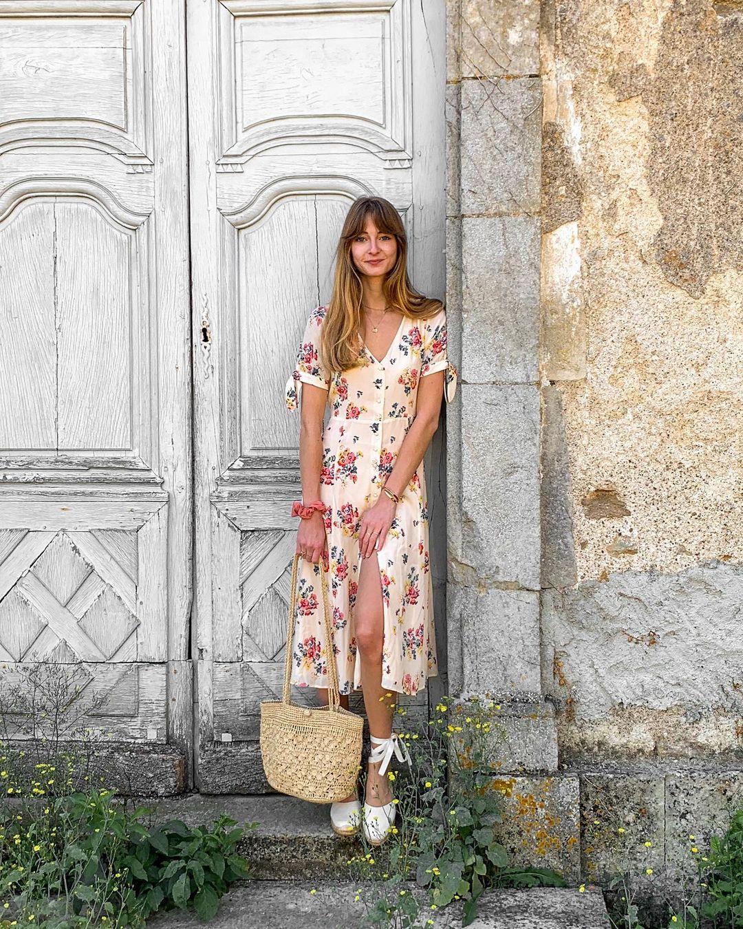 5 mẫu váy gái Pháp đang diện Xuân - Hè nhiều nhất: Kiểu nào mặc lên cũng 'auto' trẻ, xinh 004
