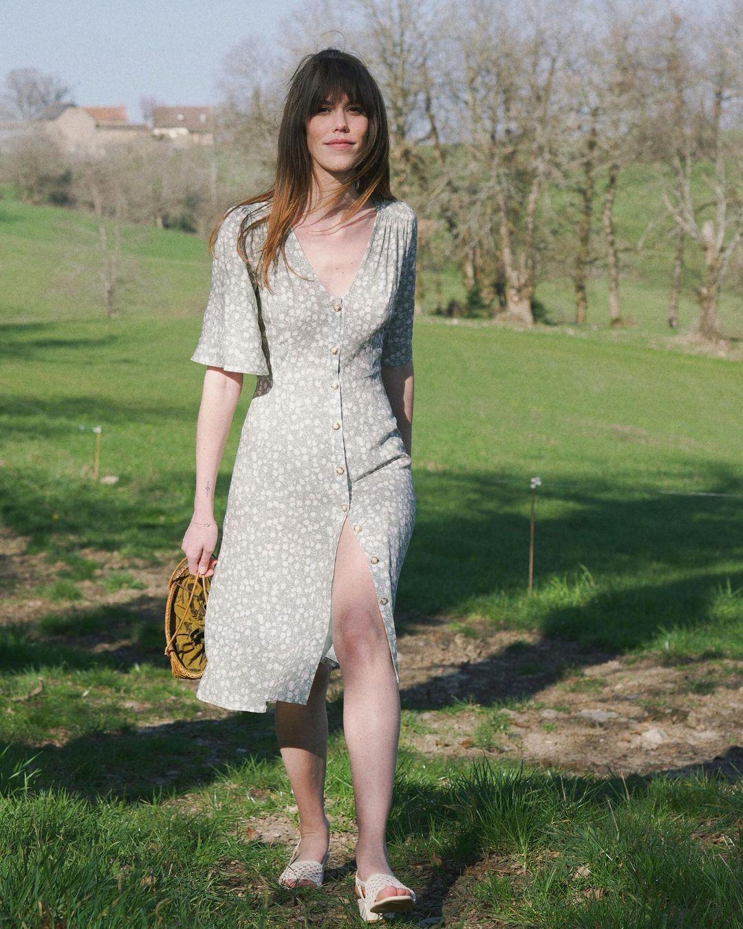 5 mẫu váy gái Pháp đang diện Xuân - Hè nhiều nhất: Kiểu nào mặc lên cũng 'auto' trẻ, xinh 002