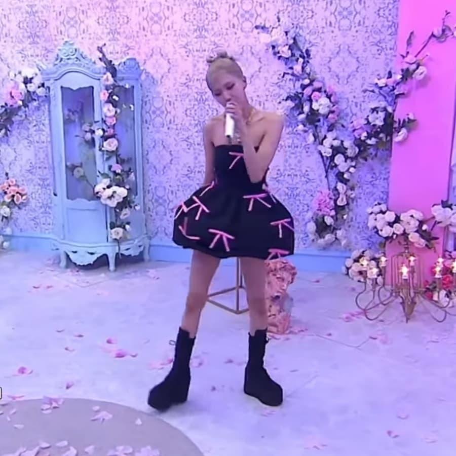 Fan lại phật lòng vì Rosé bị cho mặc đồ nhạt nhoà và giống vũ công: Stylist của BLACKPINK lụt nghề rồi! - Ảnh 7.