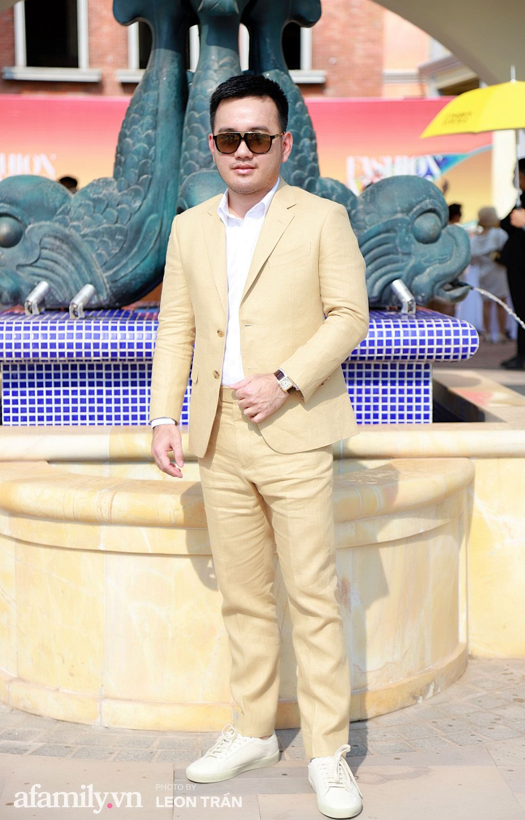 """Hoa hậu H'Hen Niê hay mẹ bỉm sữa Đông Nhi táo bạo đến mấy cũng không thể """"hot"""" bằng màn khoe đường cong của Ngọc Trinh - Ảnh 18."""