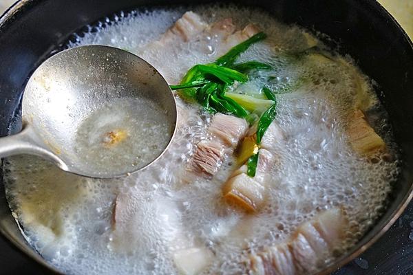 Bí quyết nhỏ cho món thịt kho mềm tan trong suốt mà lại không ngấy  - Ảnh 5.