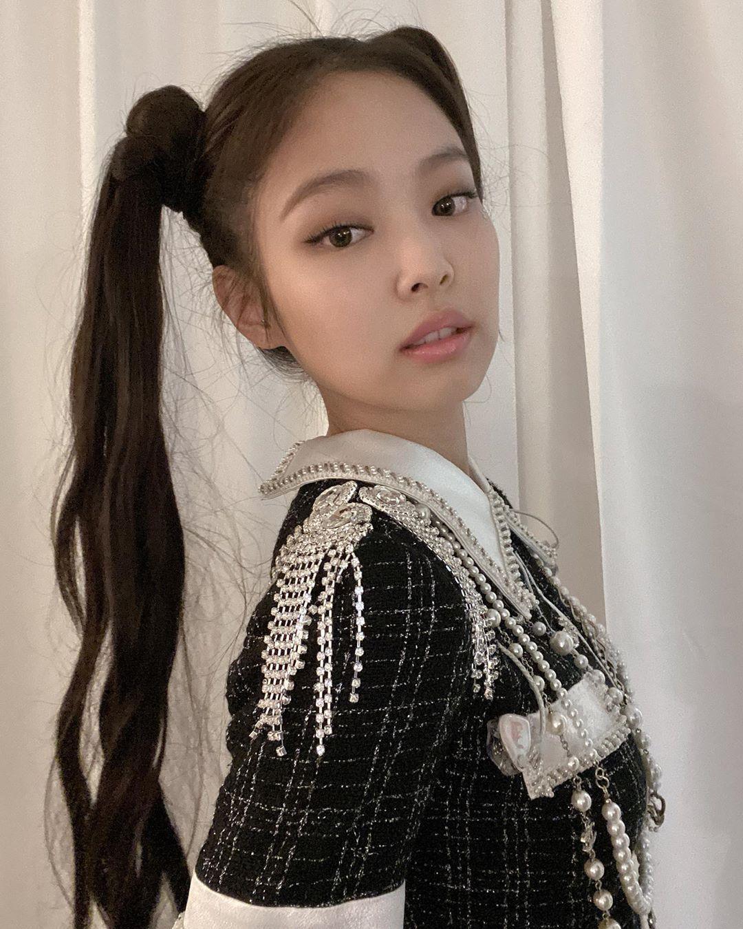 """Nayeon (Twice) bị coi như bản cosplay lỗi của Jennie khi để tóc 2 bên, tạo hình mới lạ nhưng bị chê """"phèn"""" trên tạp chí - Ảnh 9."""