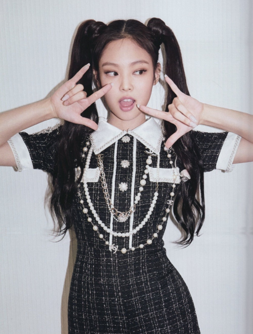 """Nayeon (Twice) bị coi như bản cosplay lỗi của Jennie khi để tóc 2 bên, tạo hình mới lạ nhưng bị chê """"phèn"""" trên tạp chí - Ảnh 8."""