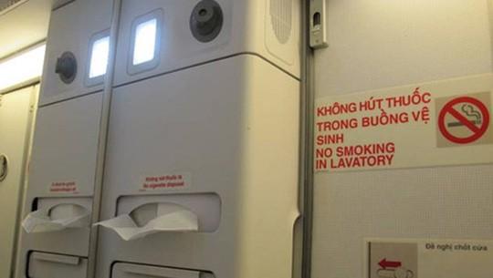 """Cách phân biệt cửa thoát hiểm và cửa nhà vệ sinh trên máy bay không phải ai cũng biết để tránh bị phạt """"oan"""" - Ảnh 6."""