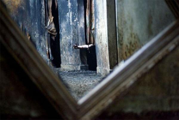 Bí ẩn chiếc gương giết người chỉ sau vài ngày tiếp xúc, hơn 100 năm đoạt mạng 38 người khiến giới sưu tầm đồ cổ sợ hãi - Ảnh 1.