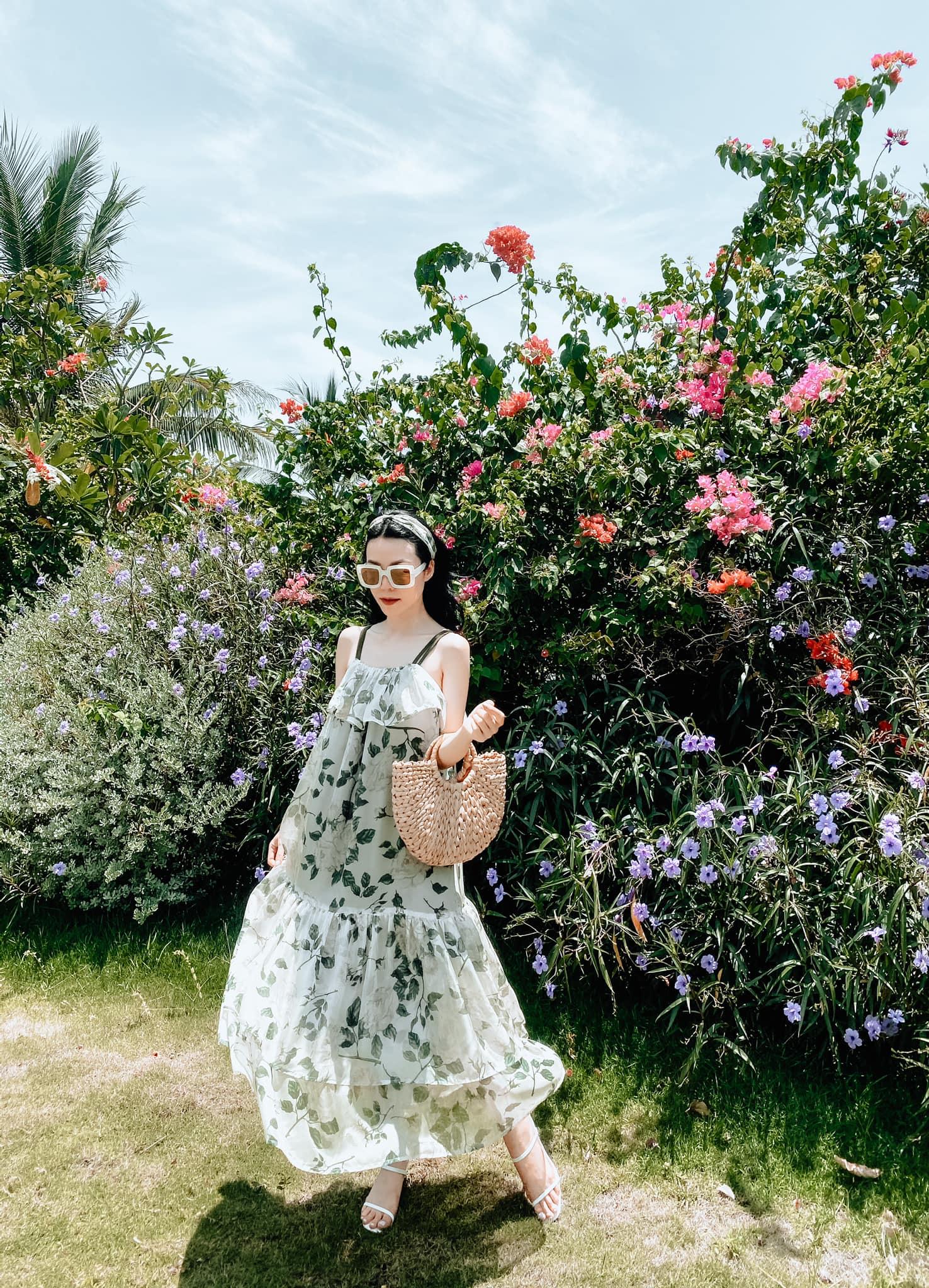 Khoe vai trần với đầm hoa trễ vai, Lan Ngọc đọ sắc cùng HH Thu Thảo: Hai nhan sắc đẹp đến mức ná thở - Ảnh 9.