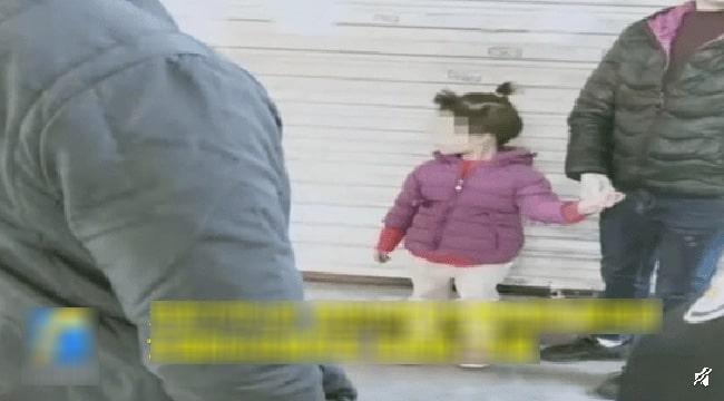 Bé gái bị bắt cóc ngay trước cửa nhà, bố mẹ lúc tìm thấy con thì sợ điếng người vì hung thủ quá đỗi xảo quyệt! - Ảnh 2.