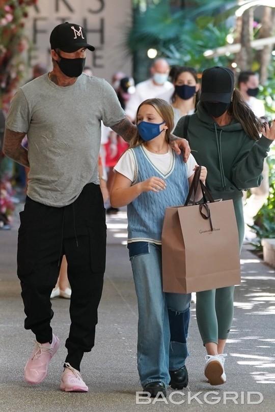 """Vóc dáng cao lớn phổng phao của con gái David Beckham chiếm """"spotlight"""" khi xuất hiện bên bố mẹ - Ảnh 2."""