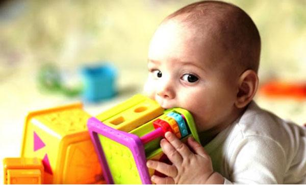 Bệnh tay chân miệng ở trẻ: Những biến chứng nghiêm trọng, cách nhận biết, điều trị bệnh cha mẹ cần nắm được để phòng bệnh cho con - Ảnh 4.