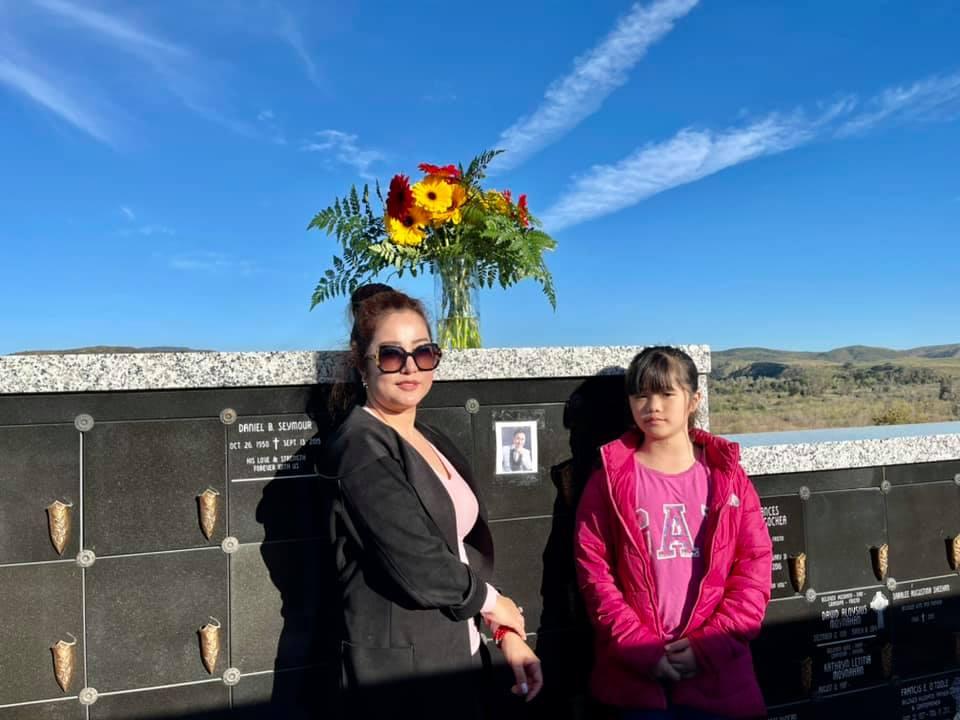 NS Thúy Nga: Ngày nào đi làm về, bé Heo cũng lên nghĩa trang thăm anh Chí Tài - Ảnh 2.