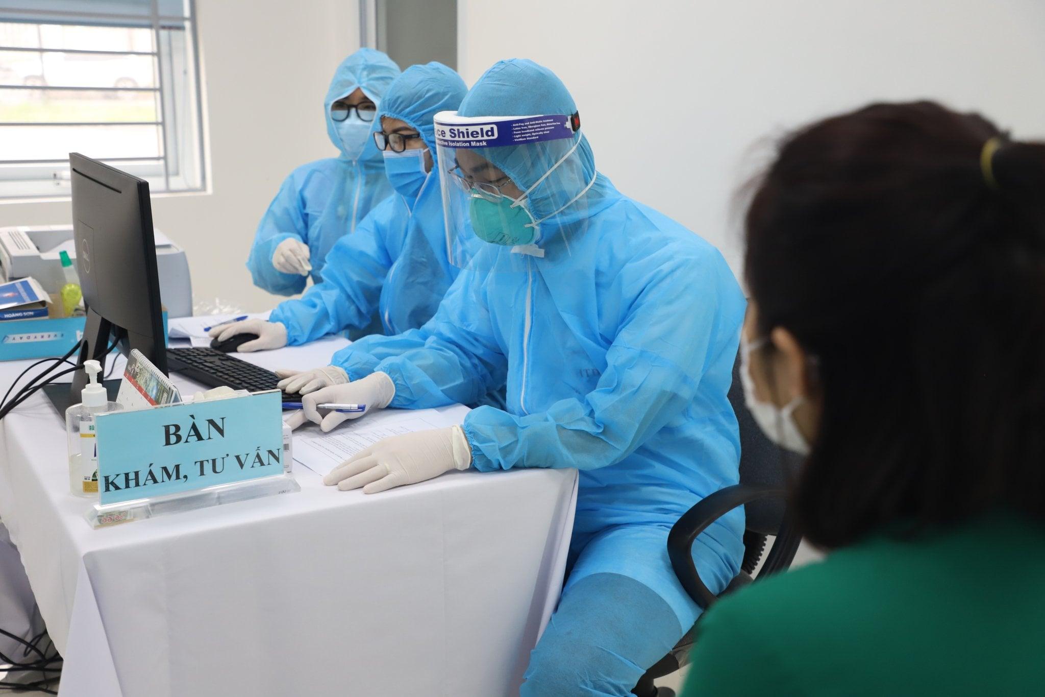 6.251 người ở Hà Nội được tiêm vắc xin COVID-19, sức khỏe bình thường - Ảnh 1.