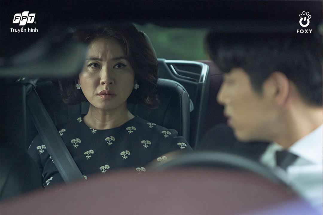 Cú đổi màu ngoạn mục giữa 'ác nữ' Lee Yoo Ri và 'bà mẹ quốc dân' Lee Il Hwa trong Ngàn Lời Nói Dối 004