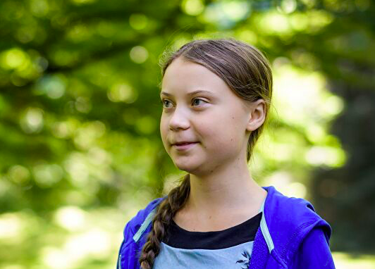 Đại học Anh bị chỉ trích vì dựng tượng chiến binh khí hậu Greta Thunberg - Ảnh 1.