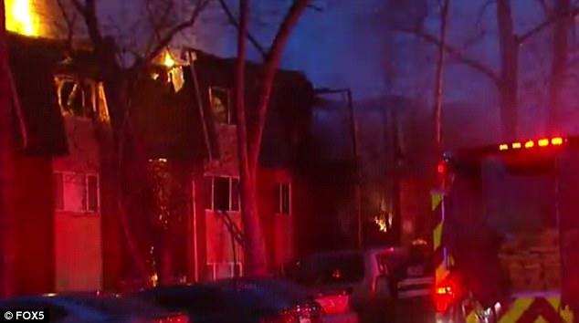 Giữa biển lửa dữ dội, cha nhanh trí ném các con ra khỏi ban công, giúp cả nhà 12 người sống sót nhiệm màu 005