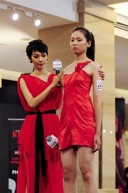 Mặc đồng phục, đeo dép lê đi thi Vietnams Next Top Model, cô gái này đã có màn lột xác ngoạn mục 1 năm sau đó! - Ảnh 4.