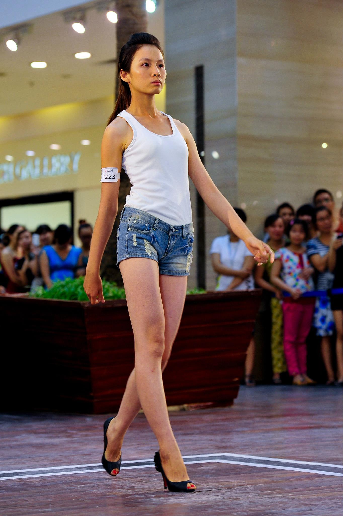 Mặc đồng phục, đeo dép lê đi thi Vietnams Next Top Model, cô gái này đã có màn lột xác ngoạn mục 1 năm sau đó! - Ảnh 7.