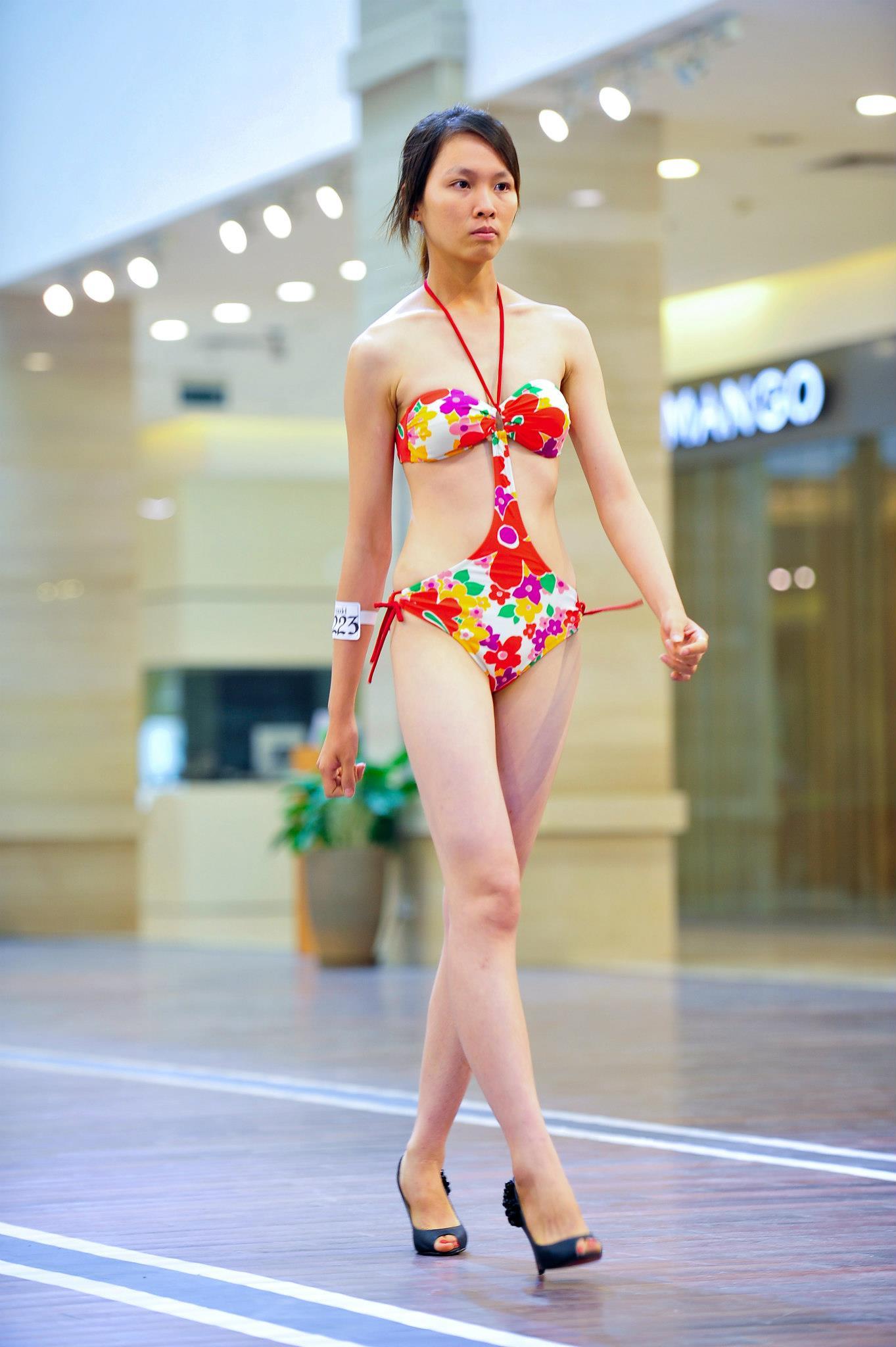 Mặc đồng phục, đeo dép lê đi thi Vietnams Next Top Model, cô gái này đã có màn lột xác ngoạn mục 1 năm sau đó! - Ảnh 6.