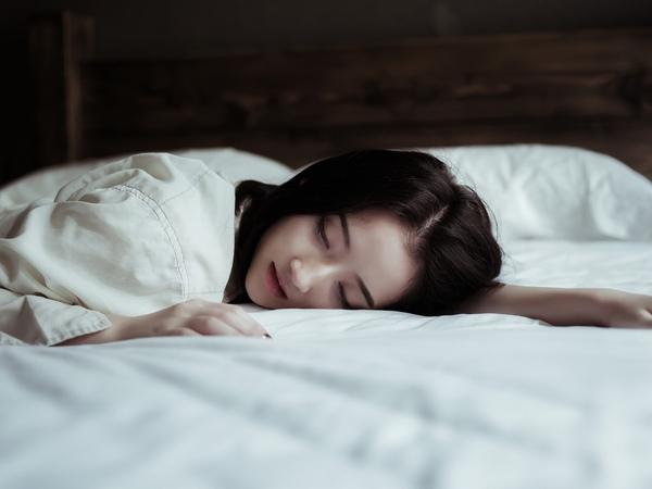 """Cứ nhắm mắt đi ngủ lại thấy dấu hiệu """"kỳ lạ"""" này nghĩa là cơ thể bạn đang lão hóa nhanh, rất cần khắc phục kịp thời - Ảnh 3."""