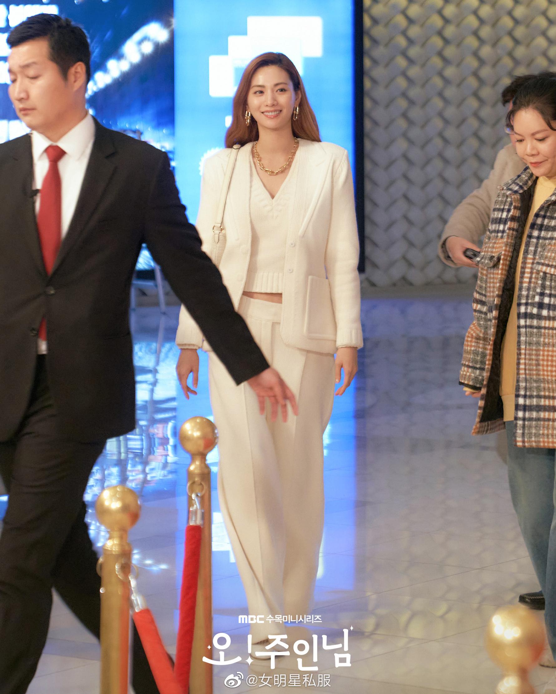 Ngô Cẩn Ngôn ngày càng thăng hạng: Đụng độ mỹ nhân Hàn đẹp nhất thế giới mà không thua kém từ nhan sắc đến thần thái - Ảnh 1.