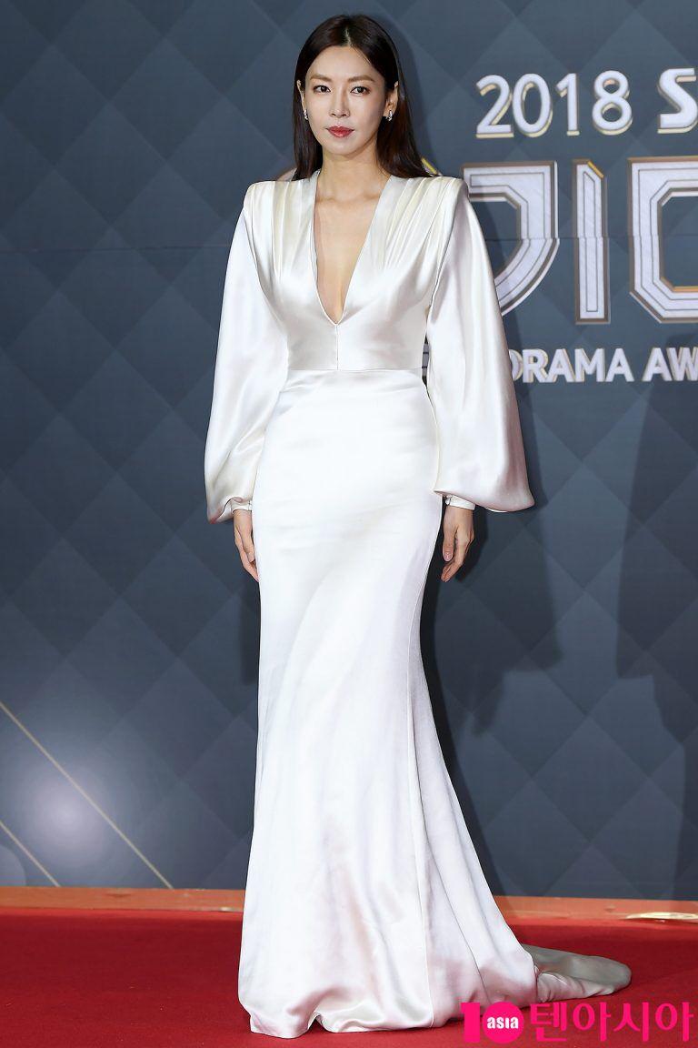 """Chẳng ngờ """"Ác nữ Penthouse"""" Kim So Yeon từng lên đồ táo bạo tột bậc, style hack dáng nhưng phản cảm đi vào lịch sử - Ảnh 7."""