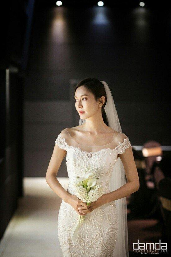 """Chẳng ngờ """"Ác nữ Penthouse"""" Kim So Yeon từng lên đồ táo bạo tột bậc, style hack dáng nhưng phản cảm đi vào lịch sử - Ảnh 1."""