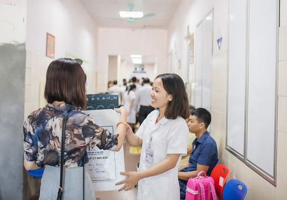 Hành trình thắp sáng niềm tin, đồng hành cùng các nữ thầy thuốc tương lai - Ảnh 1.