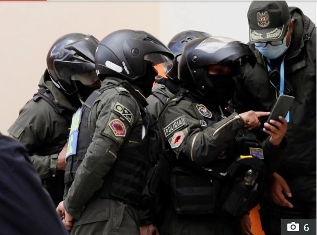 5 sinh viên Bolivia chết khi lan can ban công trường đại học sụp đổ - Ảnh 5.