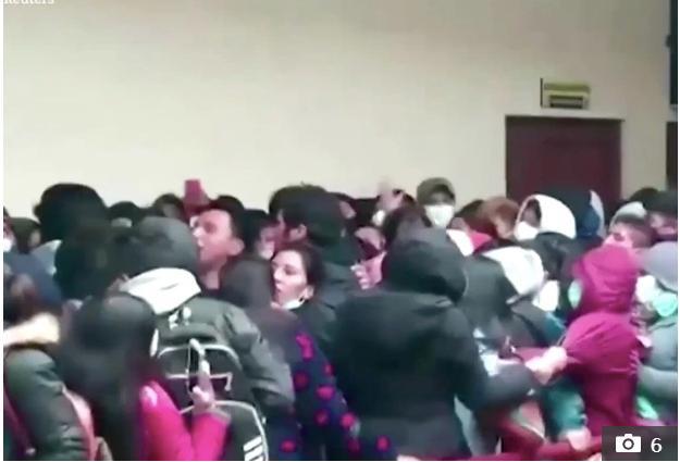 5 sinh viên Bolivia chết khi lan can ban công trường đại học sụp đổ - Ảnh 2.