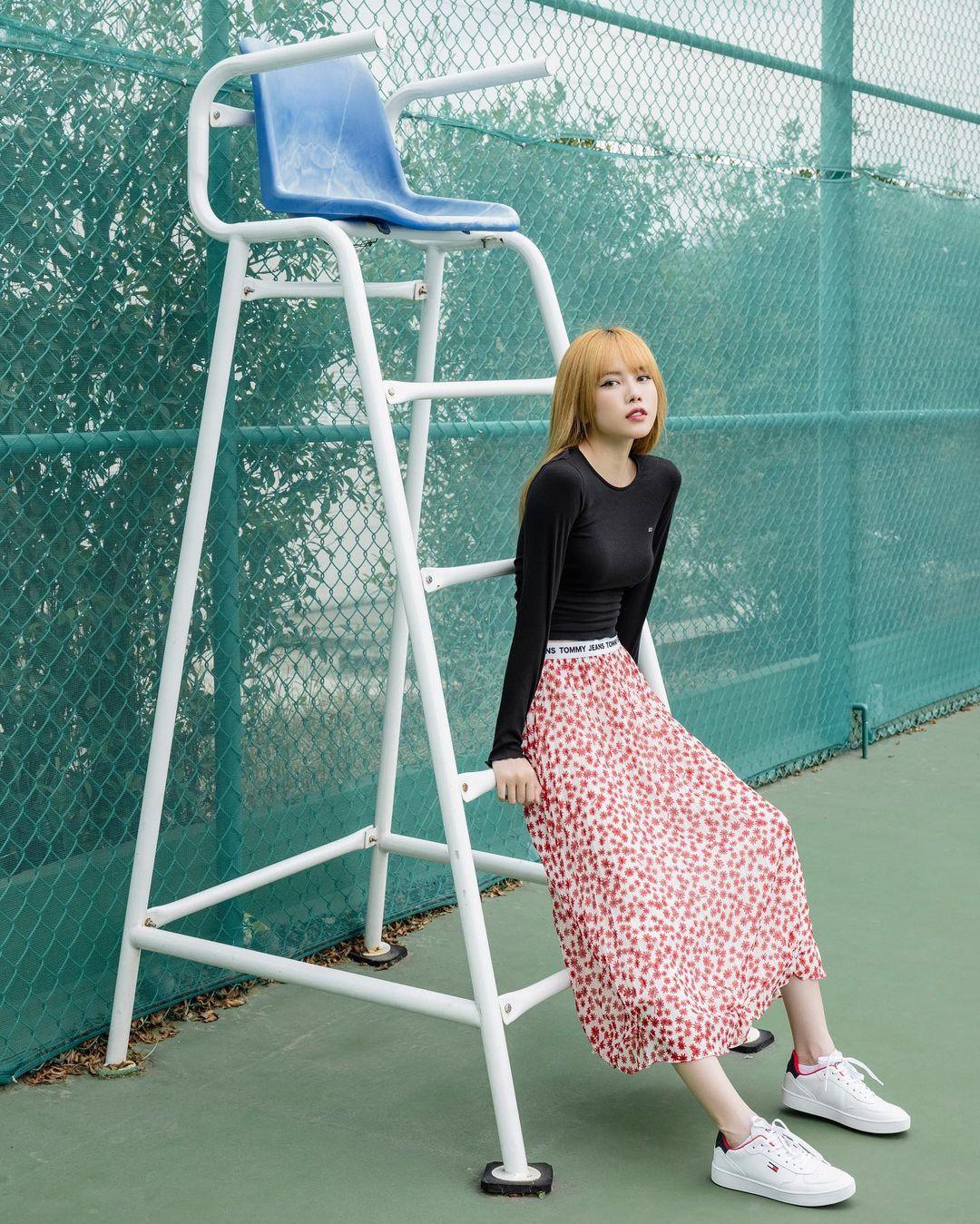 Học mỹ nhân Vbiz sắm ngay 5 kiểu chân váy dài đẹp và sang ngút ngàn 0013