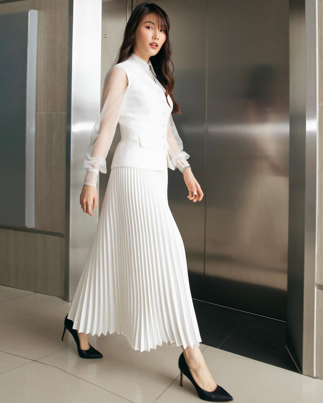 Học mỹ nhân Vbiz sắm ngay 5 kiểu chân váy dài đẹp và sang ngút ngàn 008