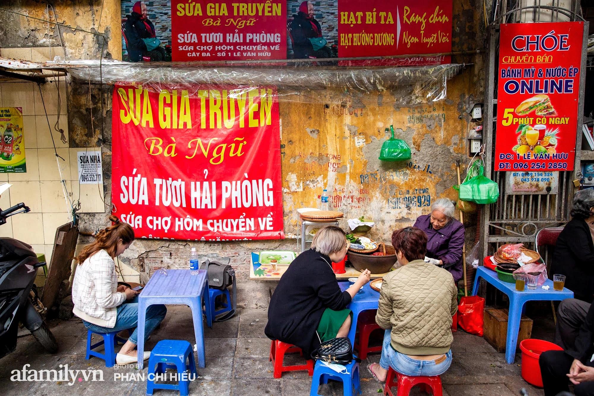 Bà chủ hàng sứa đỏ 3 đời người ở Hà Nội tiết lộ phần ngon nhất của con sứa khi rộ mùa, bật mí chỉ dùng dao tre thay vì dao thép để cắt sứa càng khiến món ăn thêm bí hiểm - Ảnh 3.