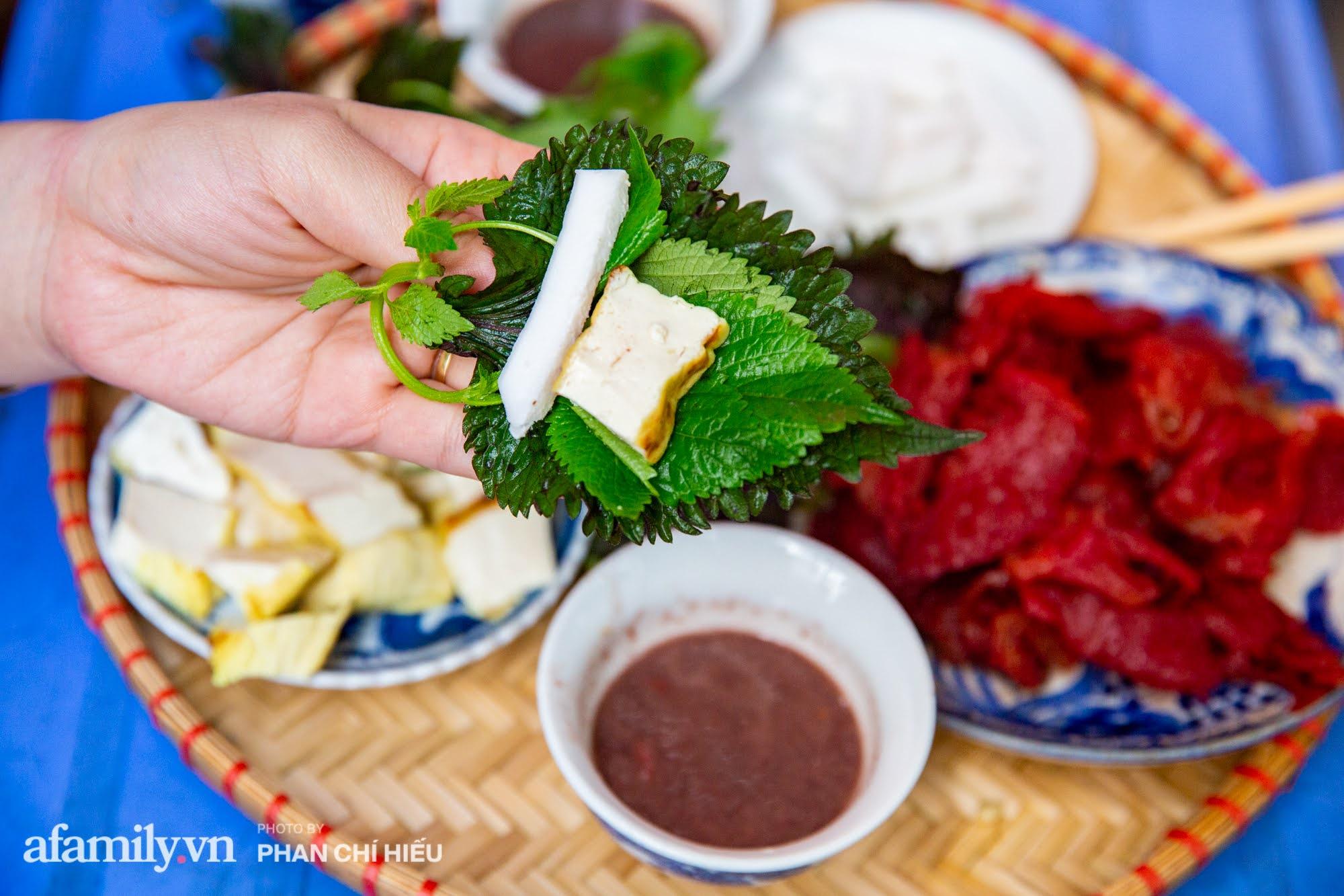 Bà chủ hàng sứa đỏ 3 đời người ở Hà Nội tiết lộ phần ngon nhất của con sứa khi rộ mùa, bật mí chỉ dùng dao tre thay vì dao thép để cắt sứa càng khiến món ăn thêm bí hiểm - Ảnh 7.