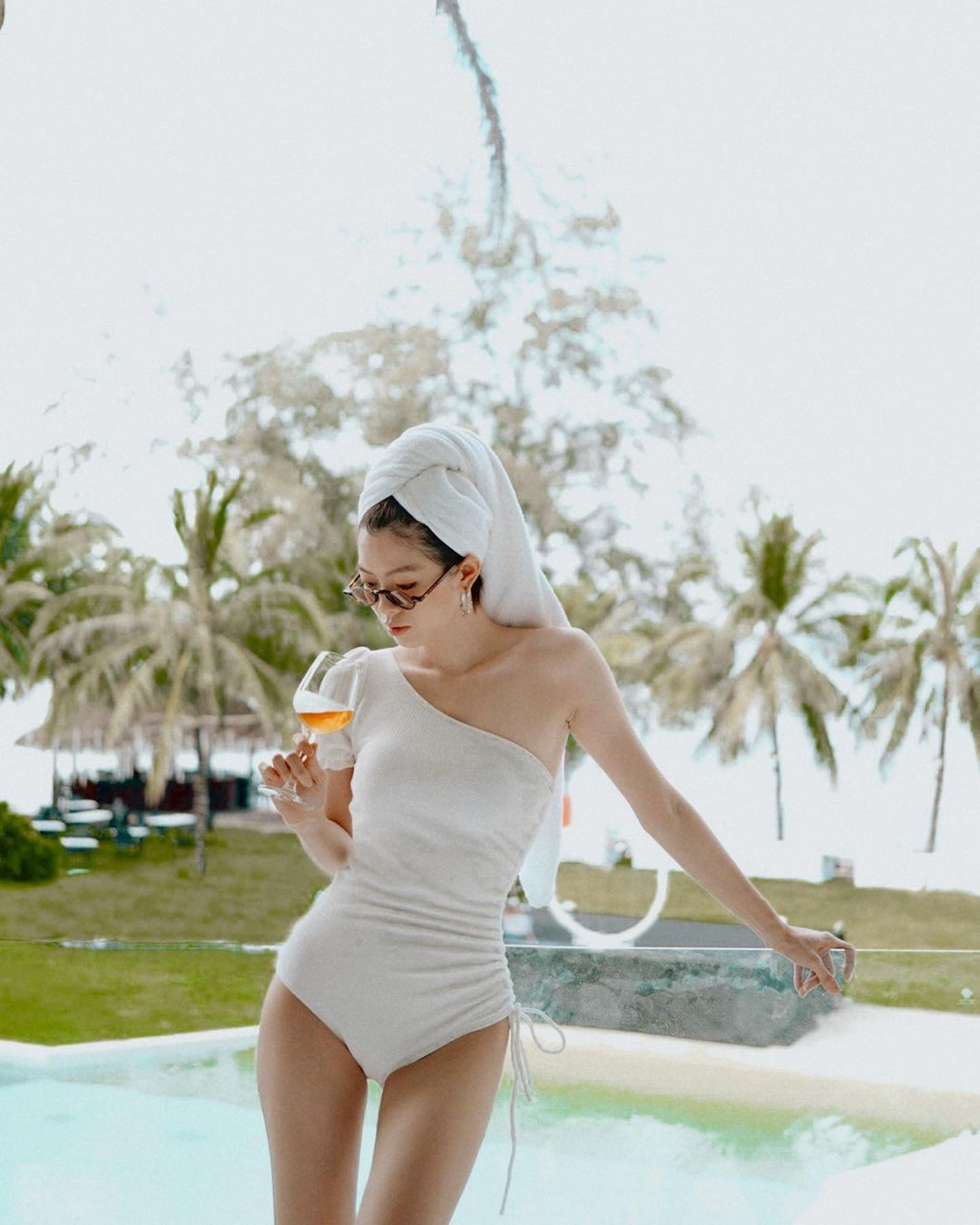 Son Ye Jin đến Hà Hồ đều mê kiểu đồ bơi che bụng mỡ cực siêu này, chị em update ngay để Hè này tha hồ khoe dáng - Ảnh 7.