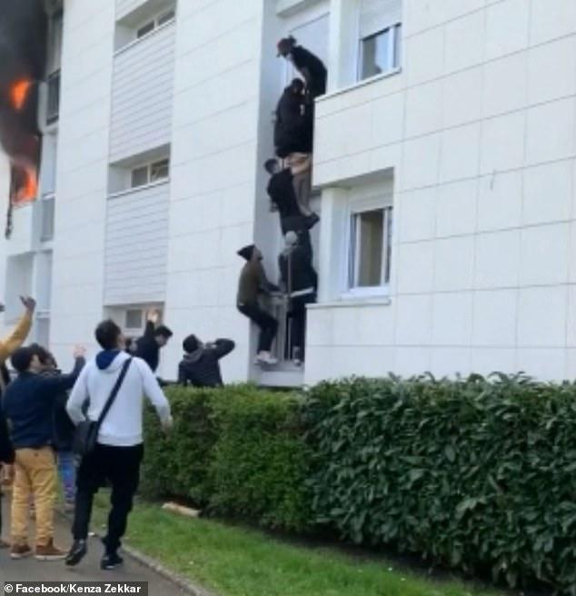 Căn nhà bốc cháy dữ dội - Ảnh 2.