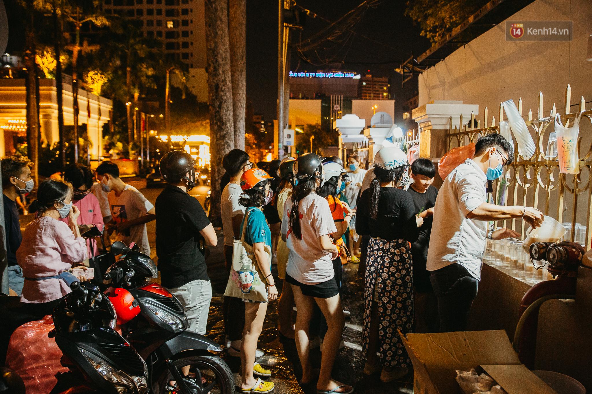 Đến Việt Nam, chàng trai nước ngoài ngỡ ngàng vì chủ quán đang bán thì đi ngủ, dân mạng kể nhiều tình huống còn bó tay hơn - Ảnh 1.