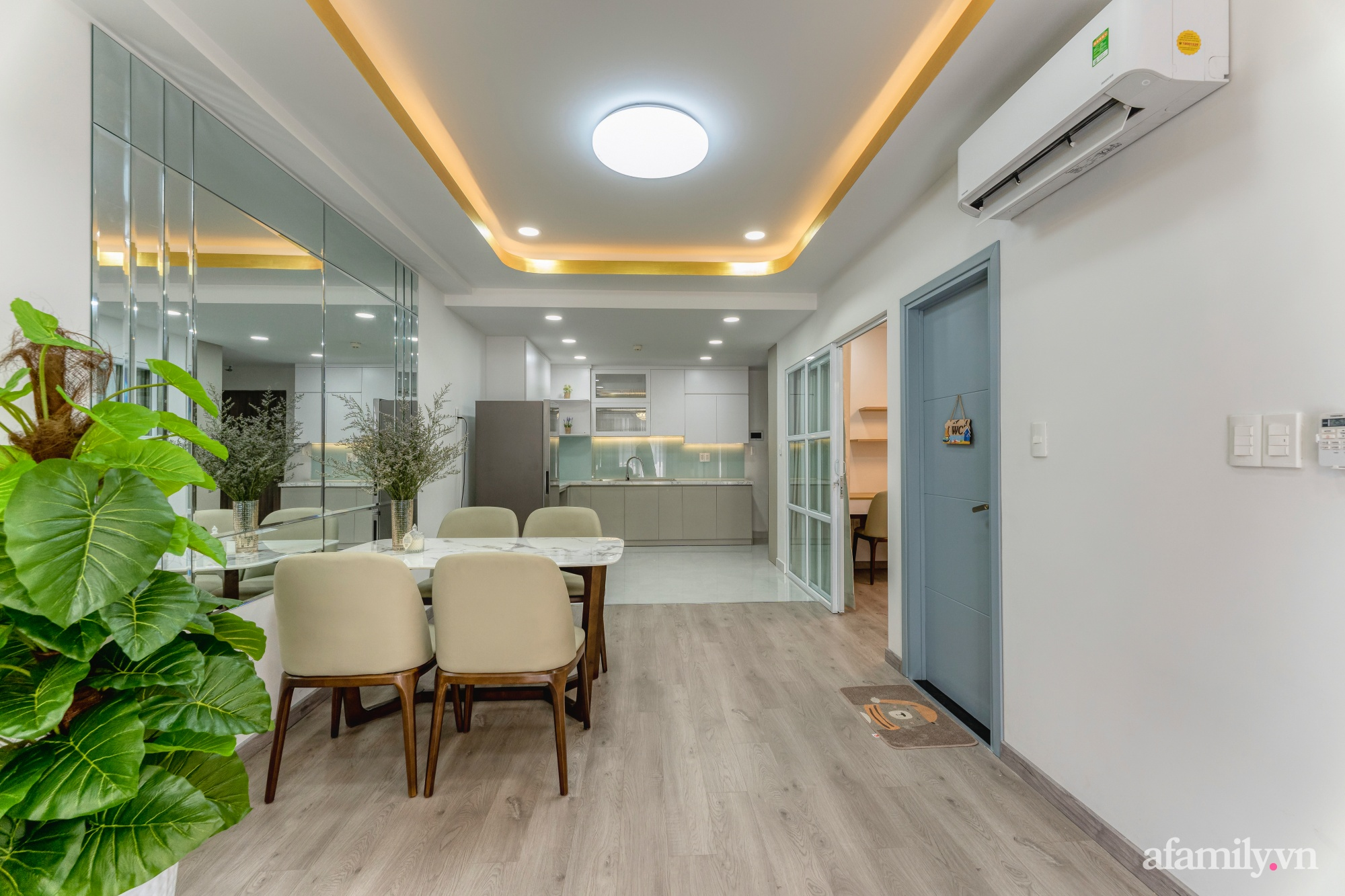 Căn hộ 70m² ghi điểm với không gian thoáng sáng cùng sắc màu gần gũi với thiên nhiên ở Sài Gòn - Ảnh 2.