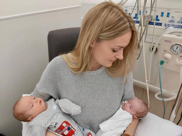 Đang hí hửng nói về em bé trong khi siêu âm, bà mẹ bất ngờ bị bác sĩ bắt ra bãi đậu xe chạy nhảy - Ảnh 3.