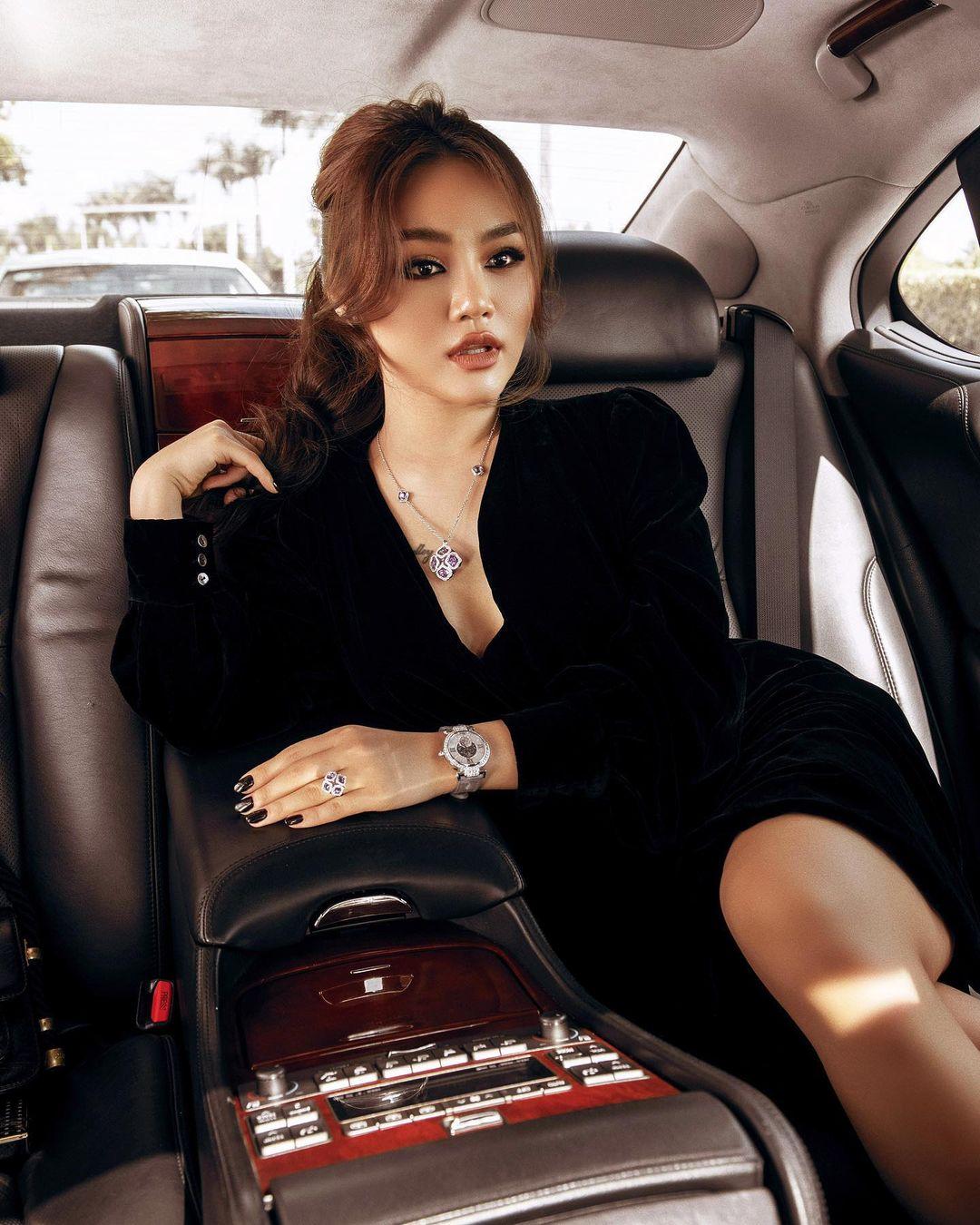 Ái nữ nhà tỷ phú ô tô Trường Hải: Gu thời trang sang chảnh quyền lực, dùng túi hiệu chưa trùng 1 cái nào  - Ảnh 2.